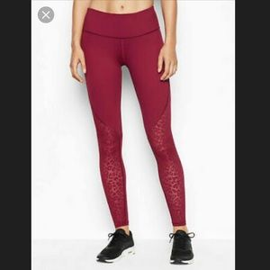 Victoria Sport Knockout Legging With Leopard Mesh